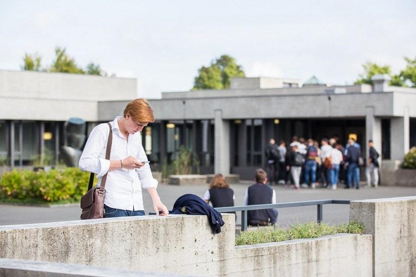 Student auf dem Campus.