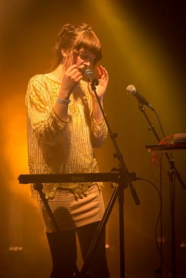 Lydmor singt in der Kellerbühne St.Gallen.