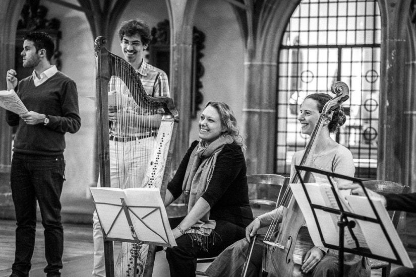 Harfenspielerin und Cellistin