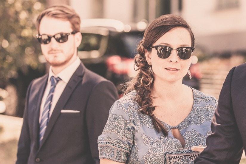 Mann und Frau mit Sonnenbrille.