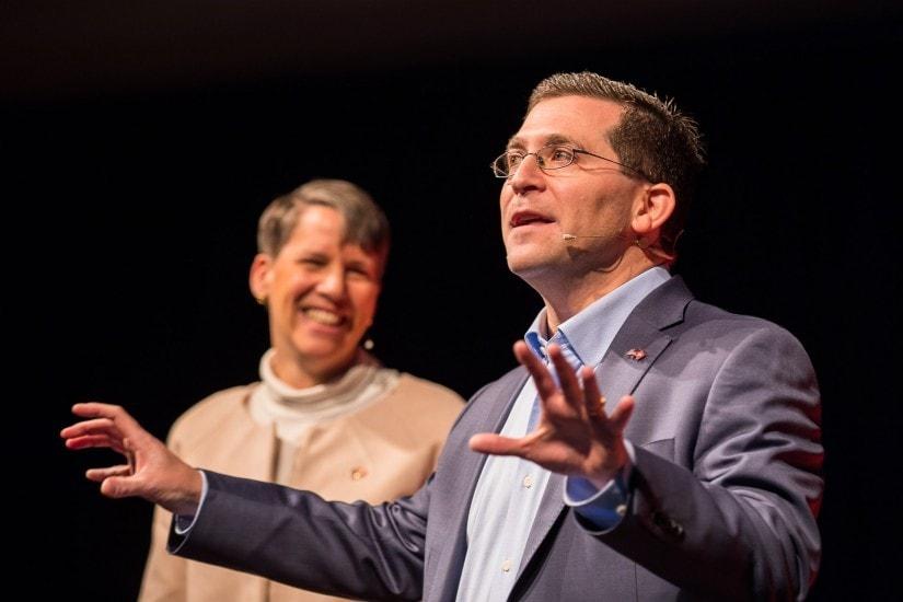 US Ambassador Suzi & Eric LeVine auf der TEDx Bühne.