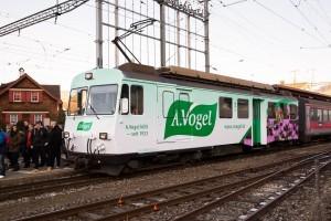 Lokomotive der Appenzeller Bahnen mit A.Vogel Werbung.