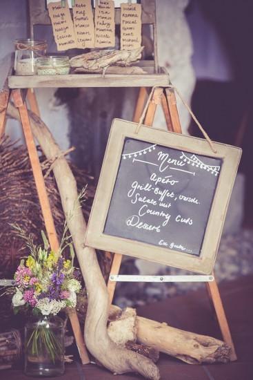 Hochzeitsdekoration – Kreidetafel mit Menu.