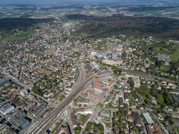 Drohnenaufnahmen über Winterthur mit Bahntrasse