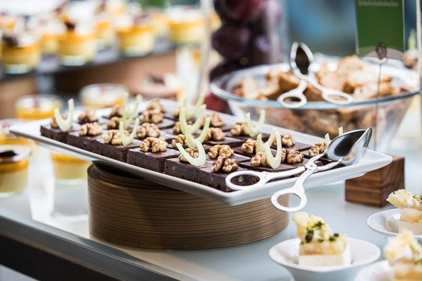 Schokoladenstücke mit Baumnüsse