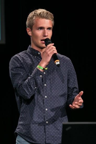 Student mit Mikrofon
