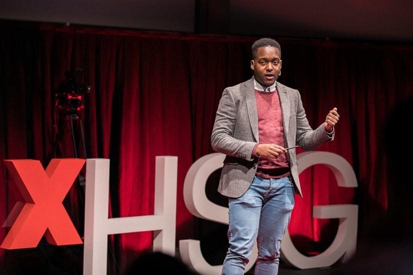 Bejay Mulenga auf der TEDx Bühne