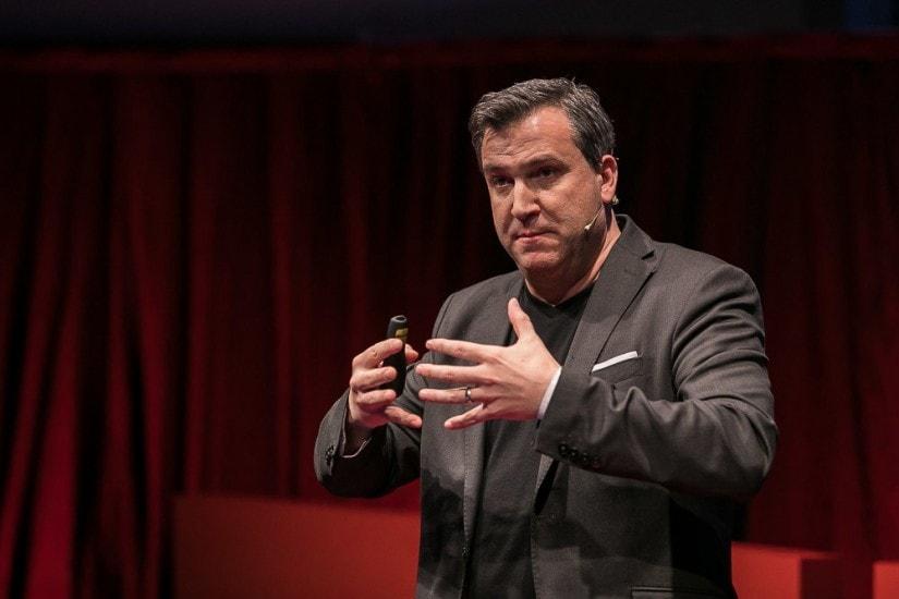 Pete Blackshaw auf der TEDx-Bühne