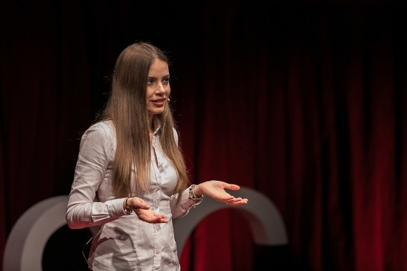 Xenia Tchoumitcheva auf der Bühne.