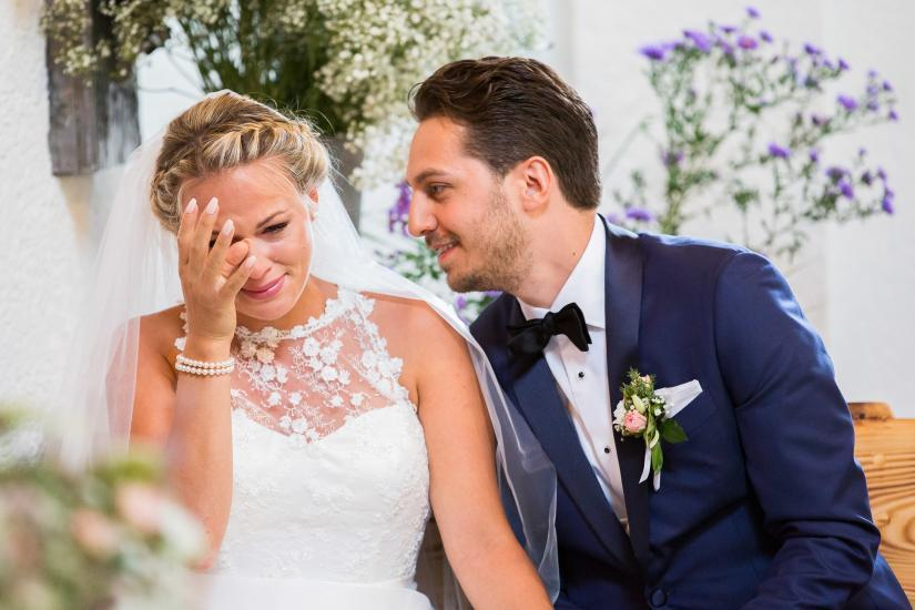 Vor Freude weinende Braut.