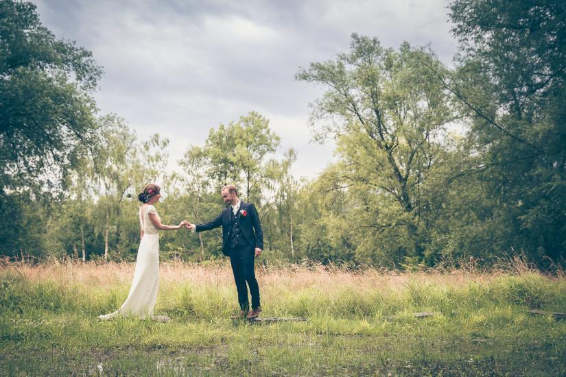 Brautpaar im Schilf.