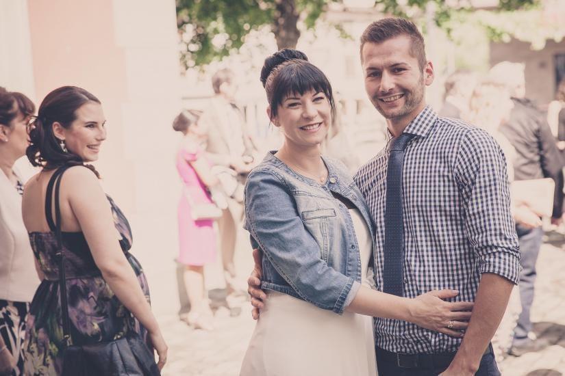 Fröhliches Brautpaar