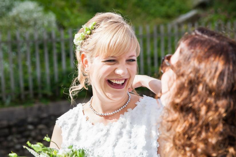 fröhliche Braut