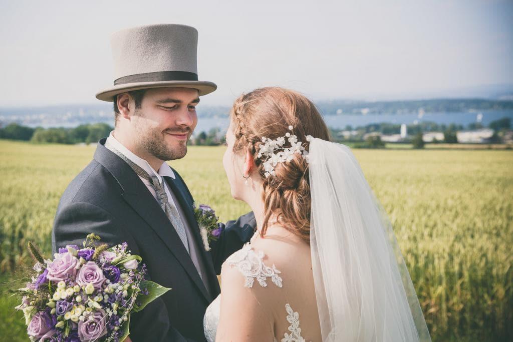 Verliebtes Brautpaar.