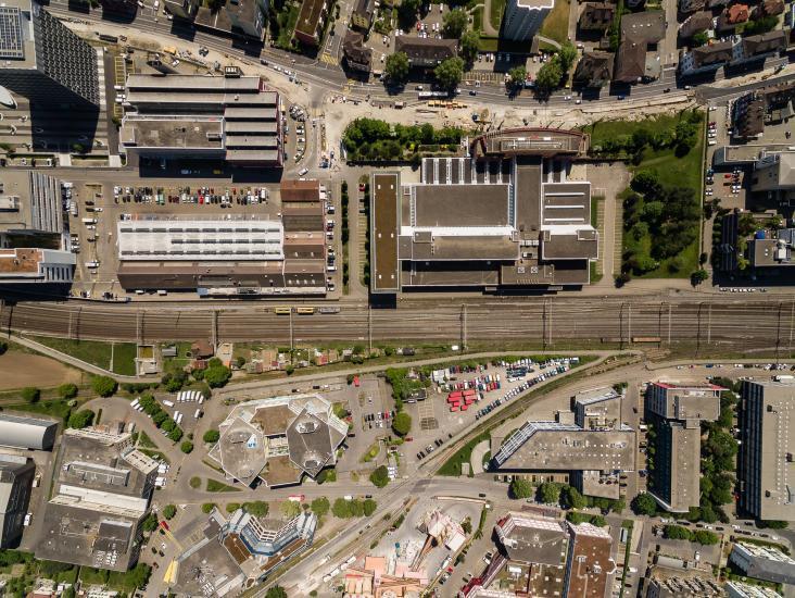 Luftaufnahme am Bahnhof Schlieren.