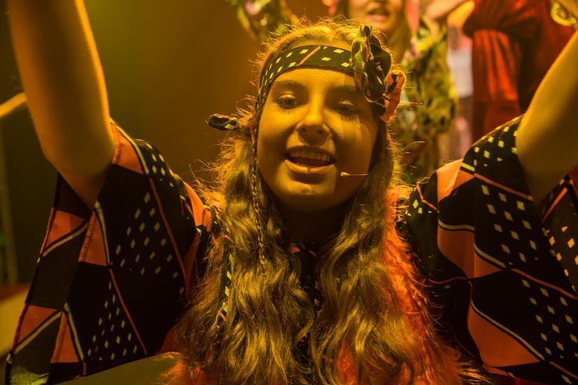 lachendes Hippie-Mädchen.