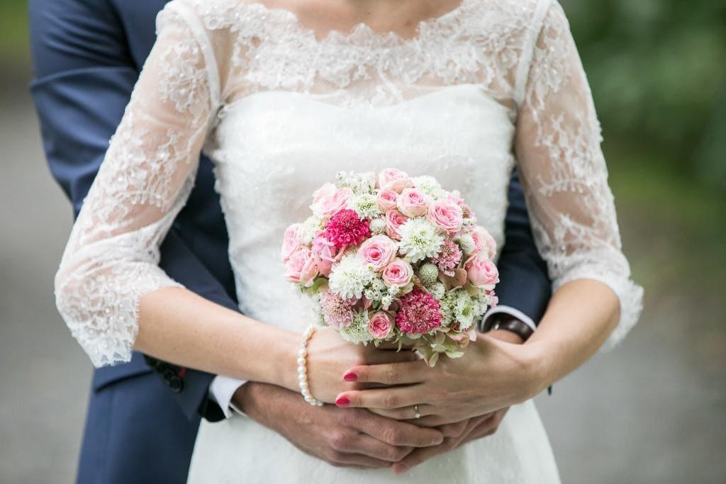 Brautstrauss mit Brautkleid