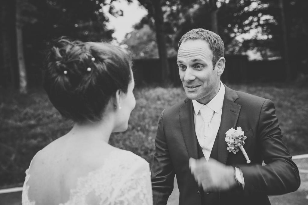 Brautpaar sieht sich zum ersten Mal.