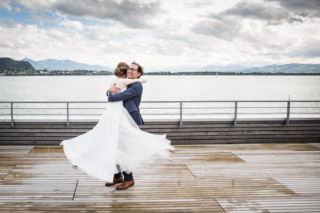 tanzendes Brautpaar am Bodensee.